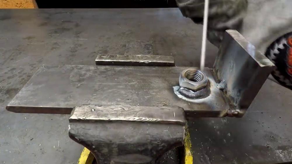 процесс изготовления самодельного станка для гибки металла шаг 12