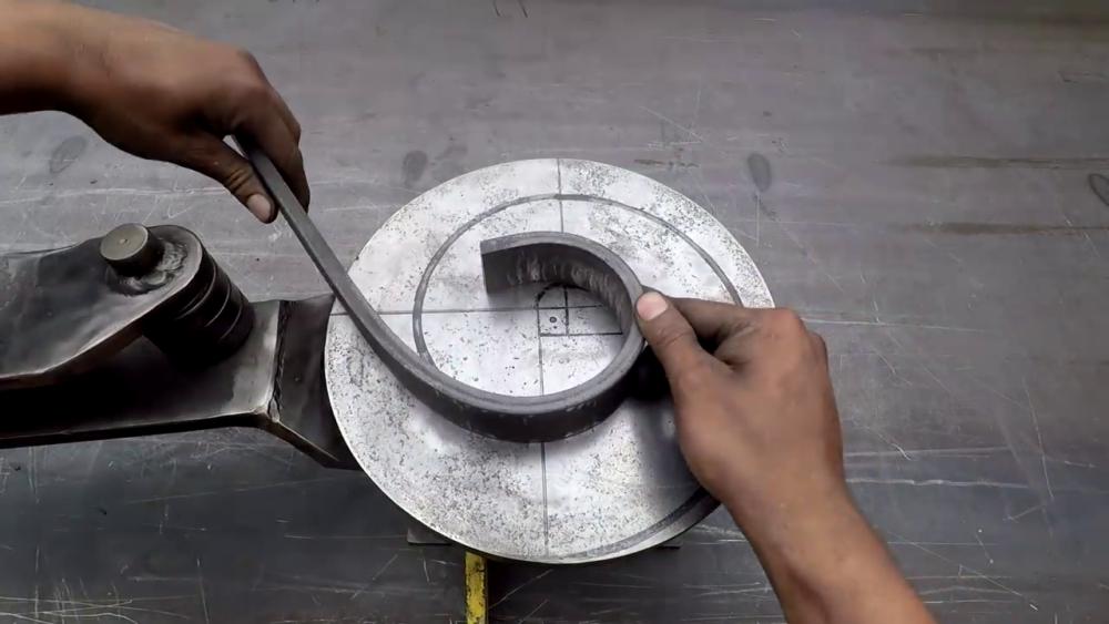 процесс изготовления самодельного станка для гибки металла шаг 30