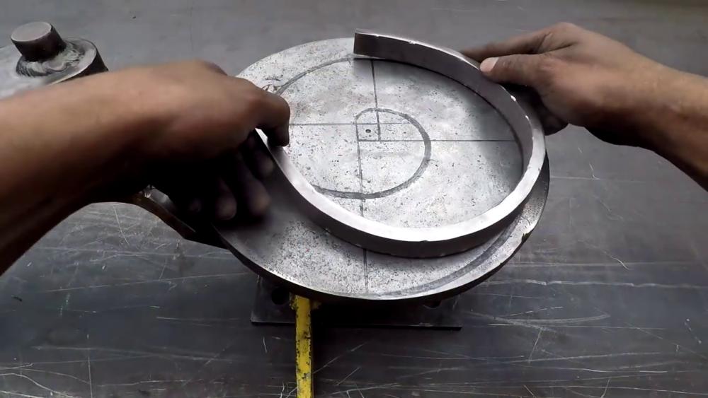 процесс изготовления самодельного станка для гибки металла шаг 31