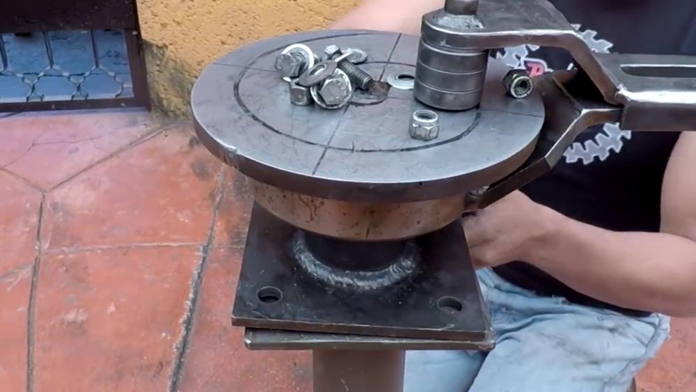 процесс изготовления самодельного станка для гибки металла шаг 40