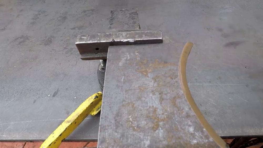 процесс изготовления самодельного станка для гибки металла шаг 5