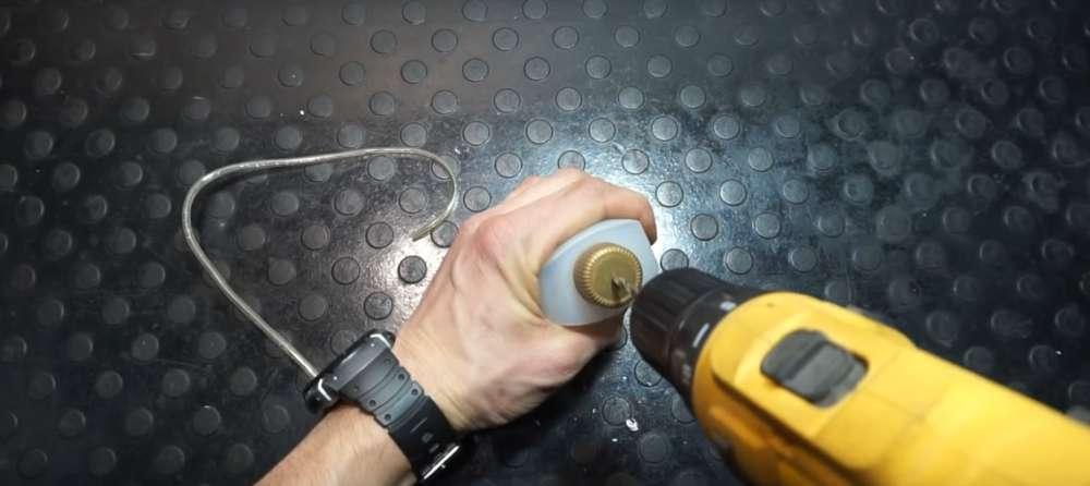 процесс изготовления приспособление для прокачки тормозов на авто шаг 10
