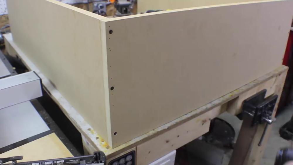 процесс изготовления потайного дверь-шкафа из фанеры шаг 11
