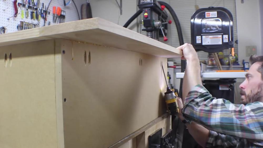 процесс изготовления потайного дверь-шкафа из фанеры шаг 13