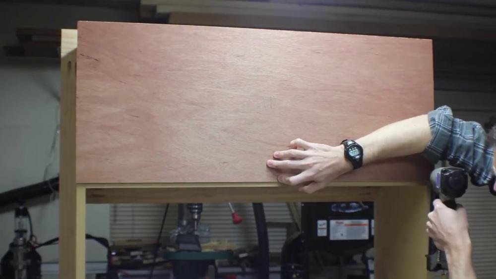 процесс изготовления потайного дверь-шкафа из фанеры шаг 16
