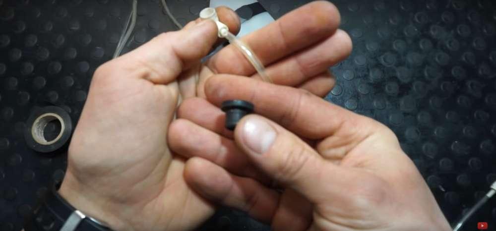 процесс изготовления приспособление для прокачки тормозов на авто шаг 16