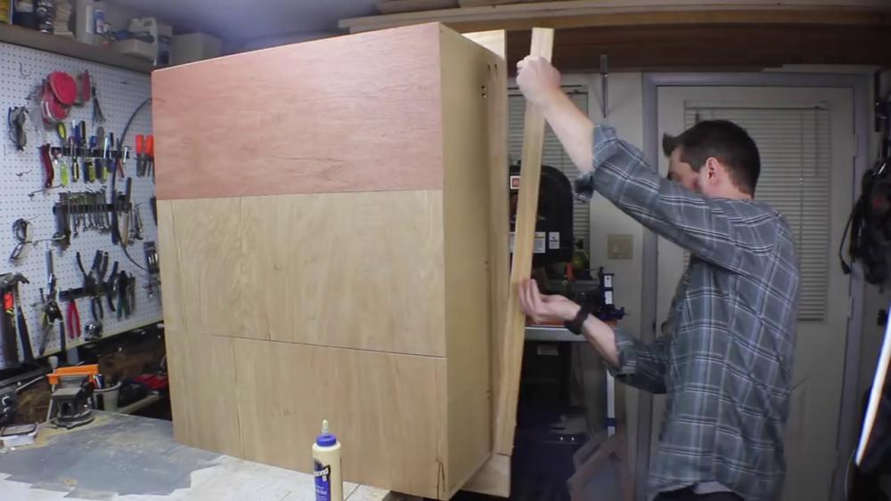 процесс изготовления потайного дверь-шкафа из фанеры шаг 17