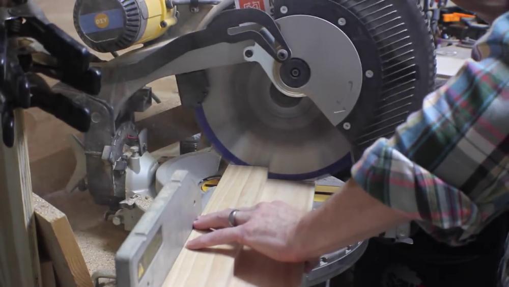 процесс изготовления потайного дверь-шкафа из фанеры шаг 2
