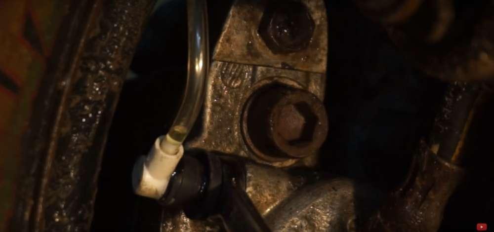 процесс изготовления приспособление для прокачки тормозов на авто шаг 22