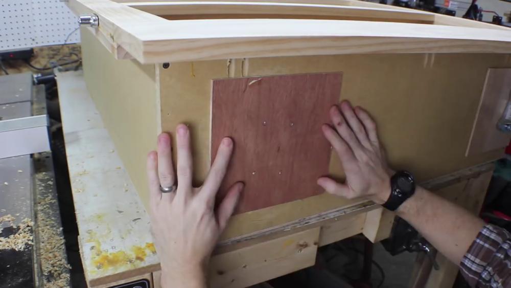 процесс изготовления потайного дверь-шкафа из фанеры шаг 24