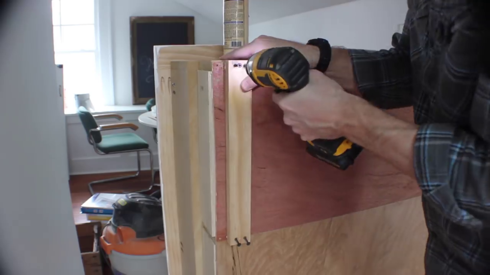 процесс изготовления потайного дверь-шкафа из фанеры шаг 30процесс изготовления потайного дверь-шкафа из фанеры шаг 39