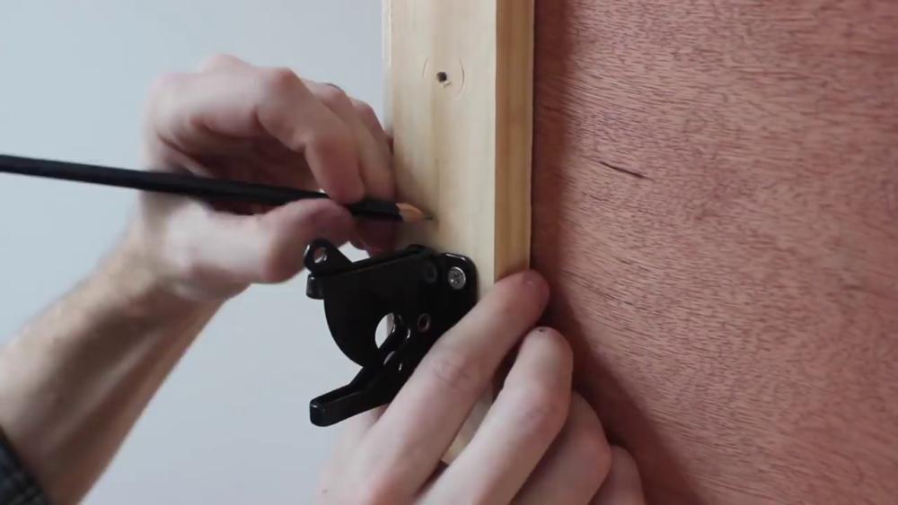 процесс изготовления потайного дверь-шкафа из фанеры шаг 30процесс изготовления потайного дверь-шкафа из фанеры шаг 42