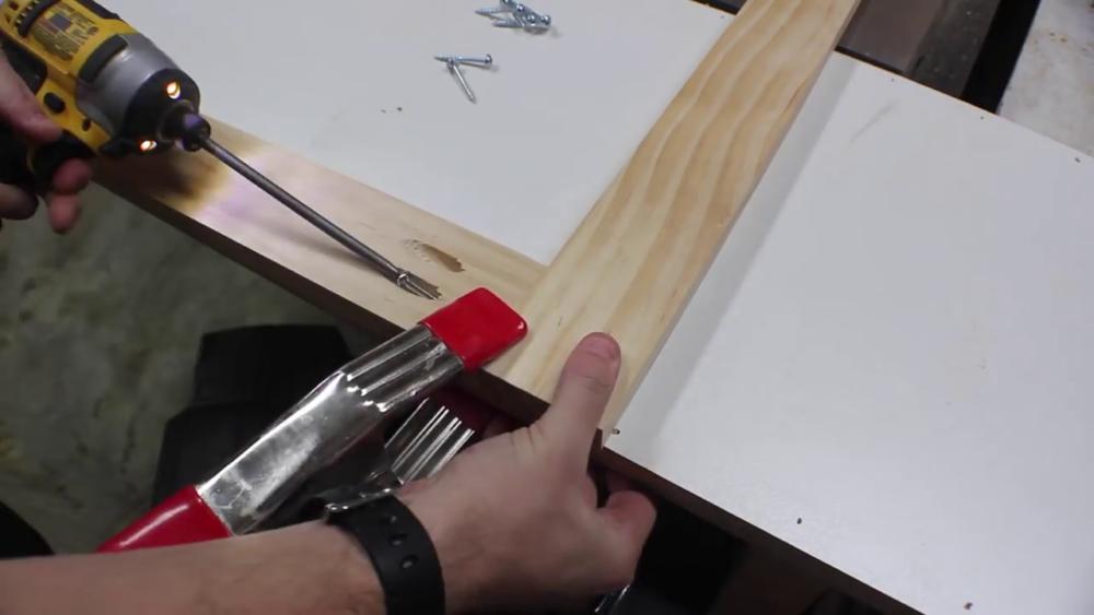 процесс изготовления потайного дверь-шкафа из фанеры шаг 5