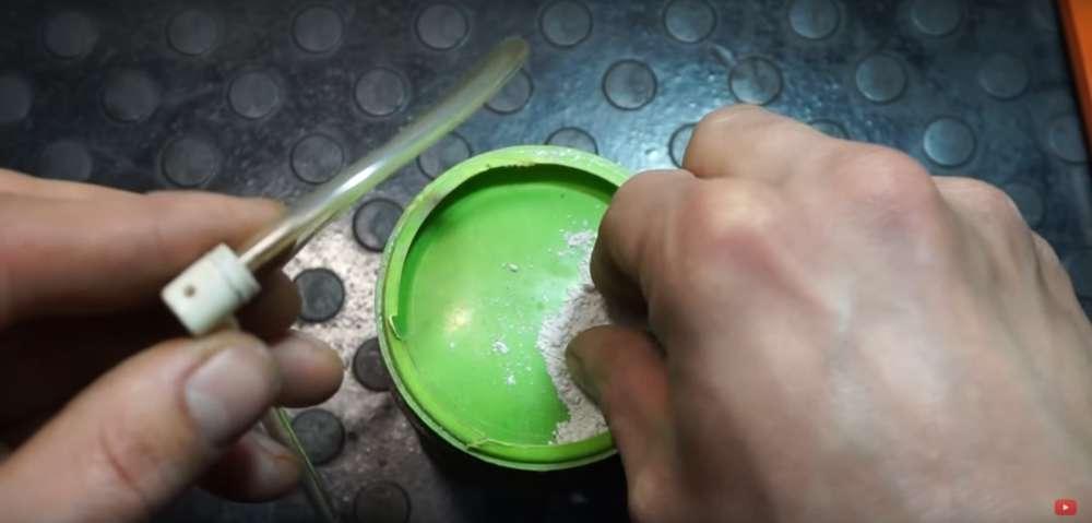 процесс изготовления приспособление для прокачки тормозов на авто шаг 7