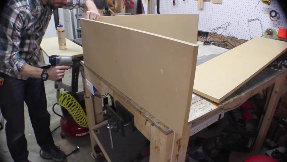 процесс изготовления потайного дверь-шкафа из фанеры шаг 9