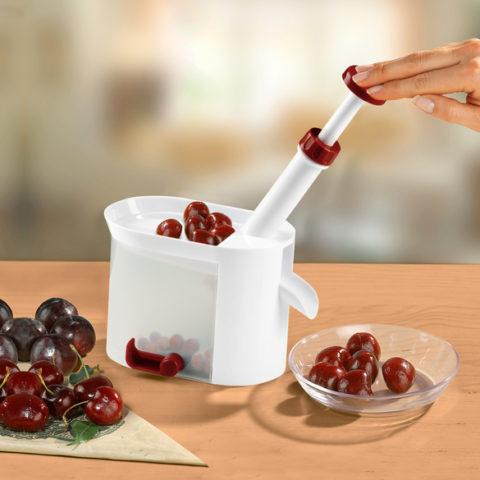 Косточкодавилка для вишни из шприца