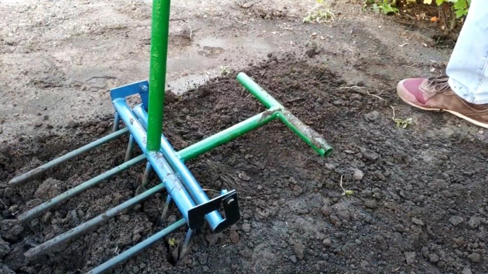рыхлитель ручной для почвы