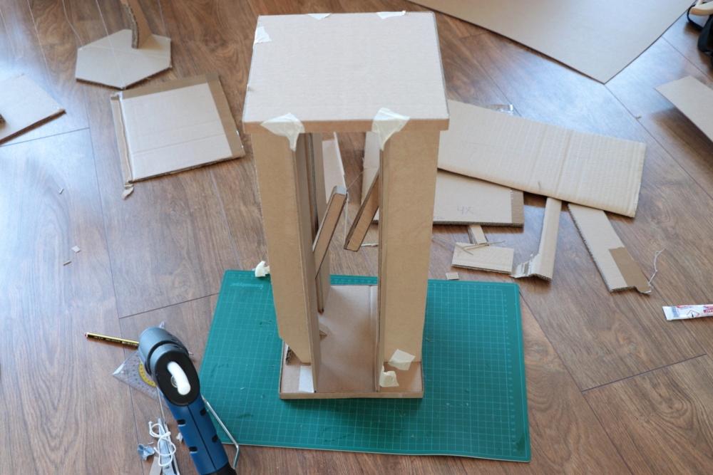 левитирующий столик